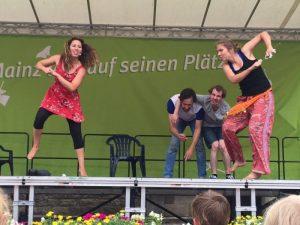 Die Affirmative bei Mainz lebt auf seinen Plätzen Kindershow